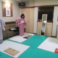 浴衣の着方を準備かな シダックスカルチャー・クラブ (1)