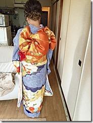 着付師の振袖着付け (2)
