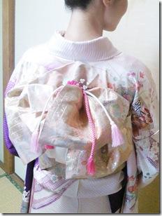 ヘア担当の鍛冶元さんと素敵な振袖の着付けに (4)