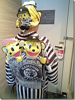 ホテルグランヴィア広島にタイガース女子を着付に (3)