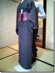 普段着の小紋を着付けて (3)