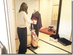 美容師さんの着付練習 (2)