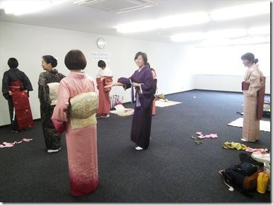礼装着と初心者の着付練習をリビングカルチャーで (2)