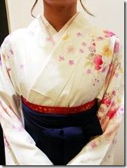 広島大学の卒業式に袴姿で (3)