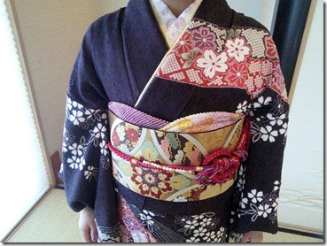 振袖と黒留袖でご親族の結婚式に (3)