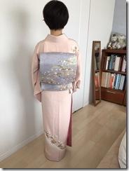 淡いピンクの着物で入学式へ