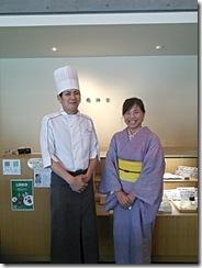 着物で和菓子グランプリ受賞の神楽へ和菓子作りに (9)