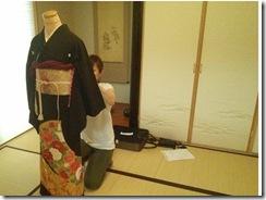 美容師さんの黒留袖の他装着付レッスン (2)