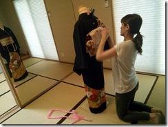 美容師さんの黒留袖の他装着付レッスン (3)