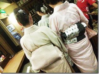 着物で夜会中にカープ優勝の美酒を (11)
