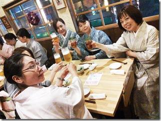 着物で夜会中にカープ優勝の美酒を (13)