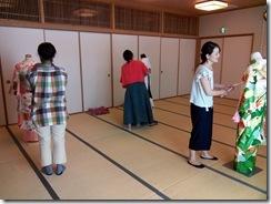 着付師練習会で振袖着付を (2)