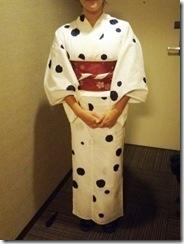 東京から来広のカープ女子に浴衣着付 (2)