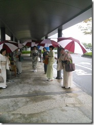 着物で雨の三景園へ (3)