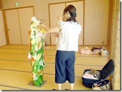 着付師練習会で振袖着付を (3)