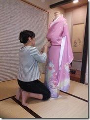 美和きもの教室で振袖の他装着付練習を (4)