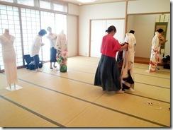 着付師練習会で振袖着付を (4)