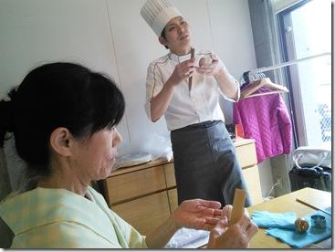 着物でグランプリ受賞の旬月へ和菓子体験 (5)