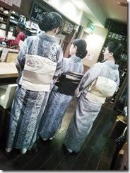 着物で夜会中にカープ優勝の美酒を (6)