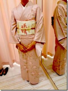 菊の刺繍も素敵な着物にもみじの帯を(^○^)♪