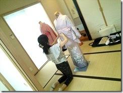 美和きもの教室で着物の他装着付練習 (2)