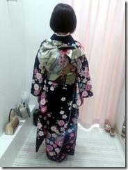 美容室へ艶やかな紫の振袖を着付に (4)