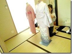 美和きもの教室で着物の他装着付練習 (4)