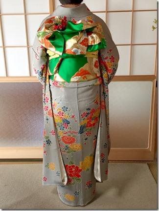 安佐南区のお寺さんへ振袖の出張着付 (4)