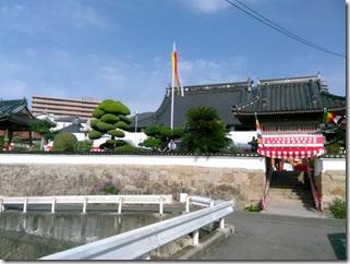 安佐南区のお寺さんへ振袖の出張着付 (6)