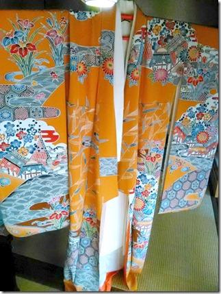 安佐南区のお寺さんへ振袖の出張着付 (8)