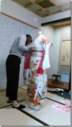 美容師さん振袖の他装着付テストに (1)