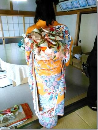 安佐南区のお寺さんへ振袖の出張着付 (12)