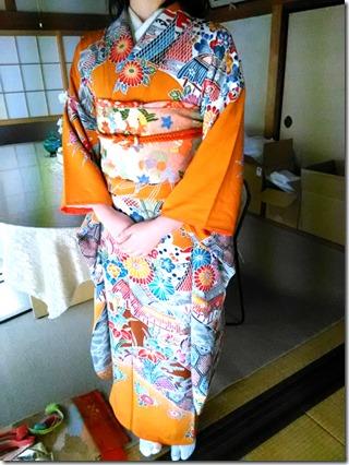 安佐南区のお寺さんへ振袖の出張着付 (10)