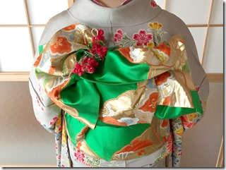 安佐南区のお寺さんへ振袖の出張着付 (5)