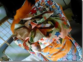 安佐南区のお寺さんへ振袖の出張着付 (13)