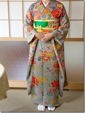 安佐南区のお寺さんへ振袖の出張着付 (2)