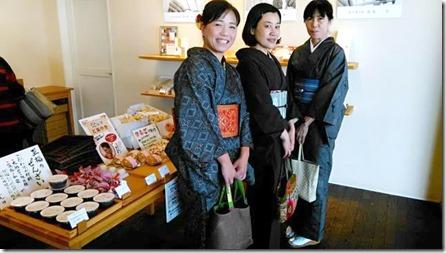 またまた着物でグランプリ受賞の旬月へ和菓子体験 (4)