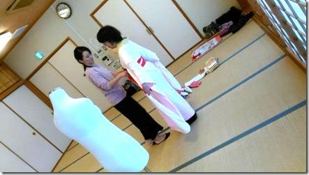 成人式に向けて振袖着付のスタッフ練習会 (1)