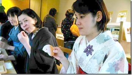 またまた着物でグランプリ受賞の旬月へ和菓子体験 (1)