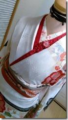 お嬢様に振袖を着付けるために (2)