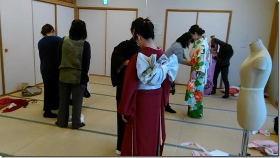 成人式振袖着付のスタッフ練習会 (1)