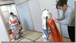 お嬢様に振袖を着付けるために (4)