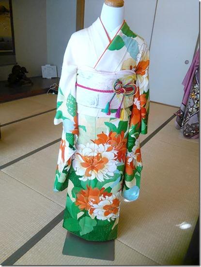 卒入学シーズンに向けて袴着付の練習も (6)