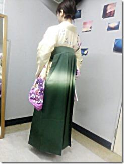 素敵な袴姿で大学の謝恩会に (3)