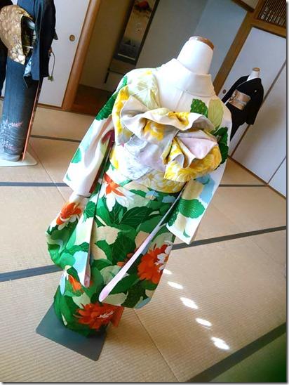 卒入学シーズンに向けて袴着付の練習も (5)