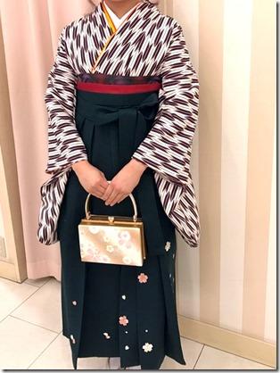 謝恩会に素敵な袴姿で (1)