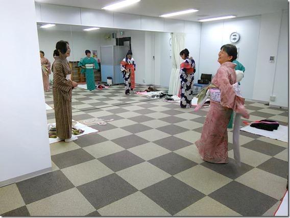 金曜日の夜はリビングカルチャーで着物教室を (2)