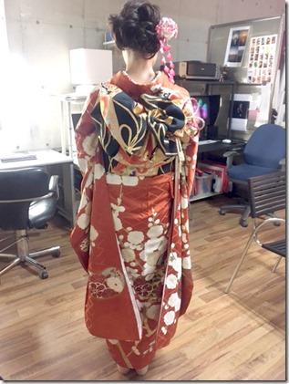 成人式の後撮りに素敵な半襟刺繍と振袖で (2)
