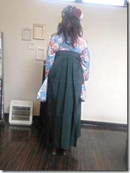 大学の卒業式に袴姿で (2)