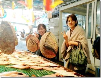 着物で寿司三昧の唐戸市場へ (2)